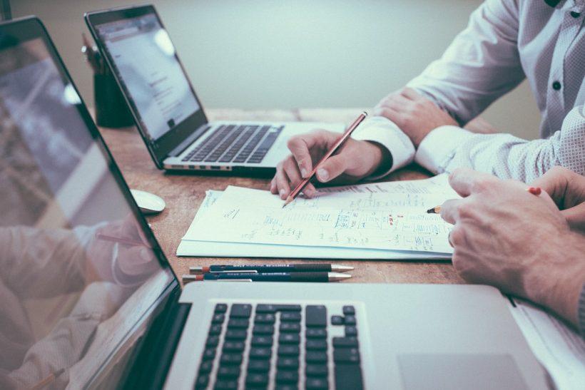 Jak stworzyć biznes, aby samodzielnie stworzyć sobie miejsce pracy i zysku?
